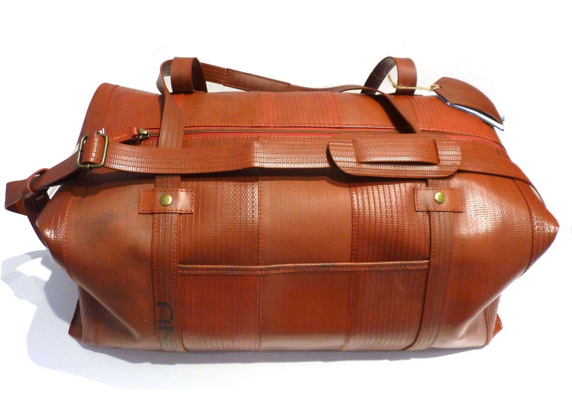 bien-bien-habilles-mode-responsable-ethique-maroquinerie-vegan-upcycling-lance-a-incendie-elvis-kresse-made-in-uk-weekend-bag-sac-de-voyage